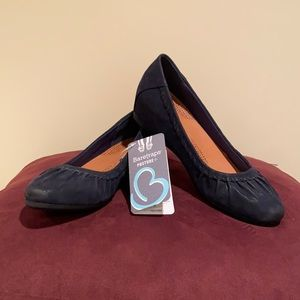 BareTraps Suede Shoes NWT